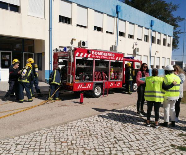 Exercício de evacuação do espaço escolar em virtude de um cenário de sismo seguido de incêndio em LIVEX (com a intervenção das forças de socorro do terreno)